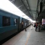 Amritsar로 가는 도중에 잠시 기차 플랫폼에서..